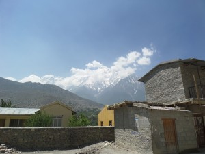 Jomsom - Surrounded by the peaks.