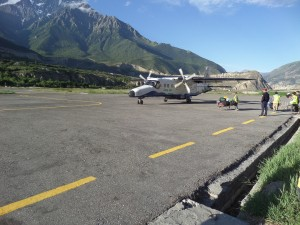 The plane, arriving in Jomsom